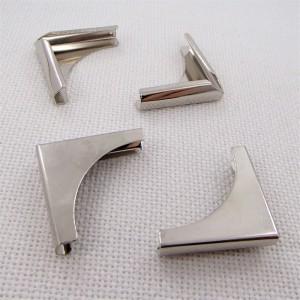 Уголок металлический,  цвет «никель», средний, 1 шт.