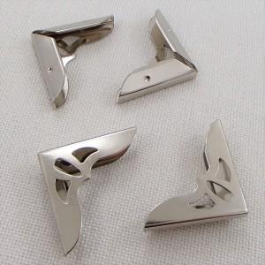 Уголок металлический с вырезами,  цвет «никель», большой, 1 шт.
